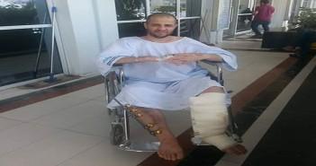 من على كرسيه المتحرك.. مصري محتجز بترحيلات السعودية يطالب بحل أزمة المحتجزين بالمملكة