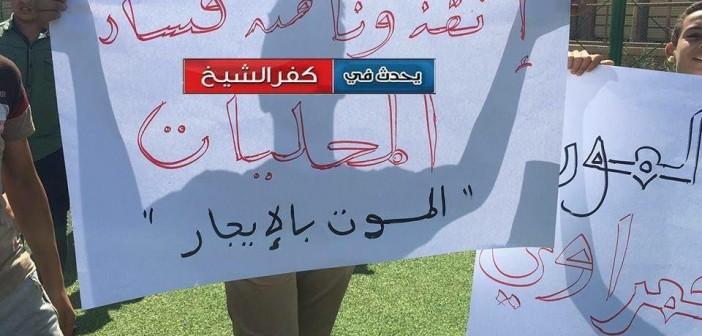 موت بالإيجار.. غضب في قرية بكفر الشيخ بعد مصرع شاب صعقا بالكهرباء (صور وفيديو)