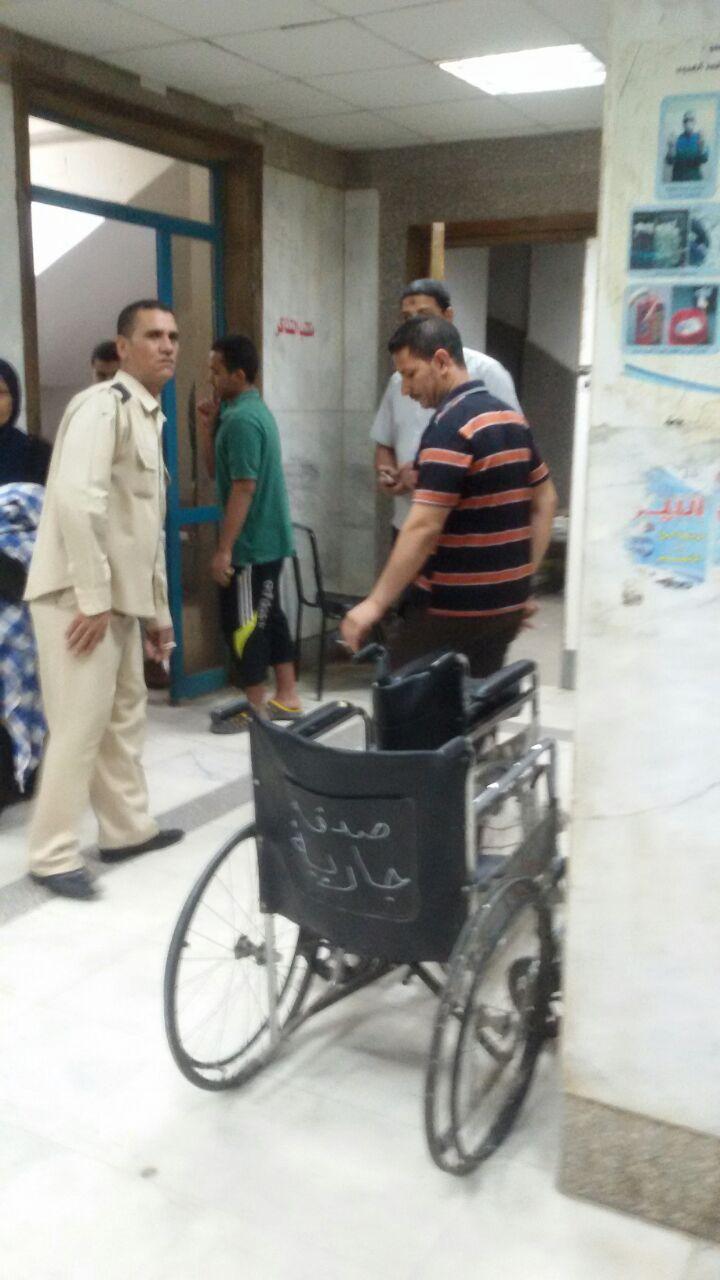 فيديو.. مواطن يشكو سوء تعامل مستشفى إدفو مع المرضى «عشان 20 جنيه»