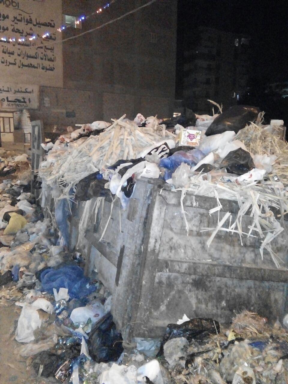 بالصور.. القمامة تحاصر مدخل شاطئ النخيل فى غياب مسئولي المحافظة