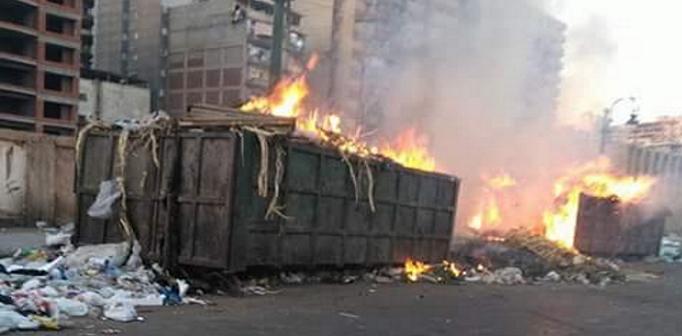 حرق القمامة في شوارع الإسكندرية وسط تفاقم الأزمة بالمدينة (صور)