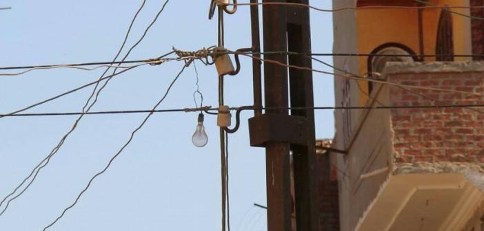 أهالي «ميت البيضا» بالمنوفية يشكون تهالك شبكة كهرباء القرية (صور)