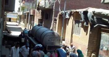 عطش «تمي الأمديد».. الأهالي يعيشون على فناطيس المياه ومجلس المدينة غائب (صورة)