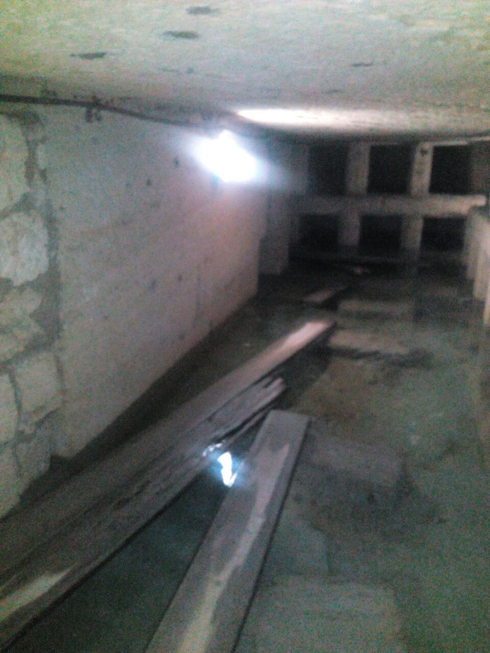 بالصور«آثار كوم الشقافة» بالإسكندرية غارقة فى المياه الجوفية فى غياب المسئولين
