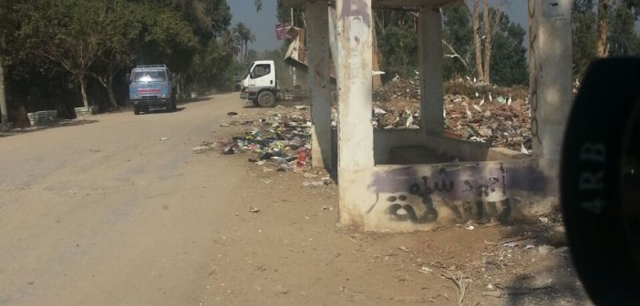 ▶️سيارة حكومية تلقي القمامة على ضفاف النيل في «أتريس» بالجيزة (فيديو)