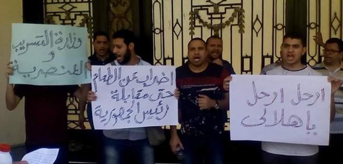 وقفة للمعلمين المغتربين أمام «التعليم» للمطالبة بالعودة لمحافظاتهم (صور)