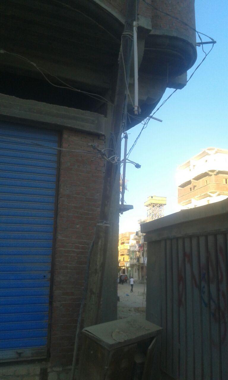أهالي «قرية العروة» بالعامرية يطالبون بتغطية الأسلاك الكهربائية حرصاً على حياة الأطفال (صور وفيديو)