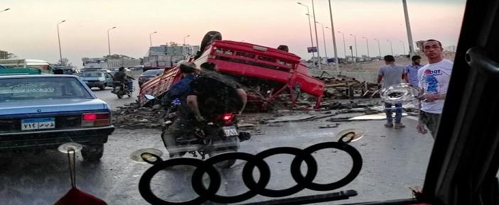 انقلاب سيارة عَ الدائري أمام الهايكستب (صور)