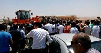 اشتباكات بين قوات الامن وسكان القادسية بسبب تنفيذ قرارات الإزالة (صور وفيديو)