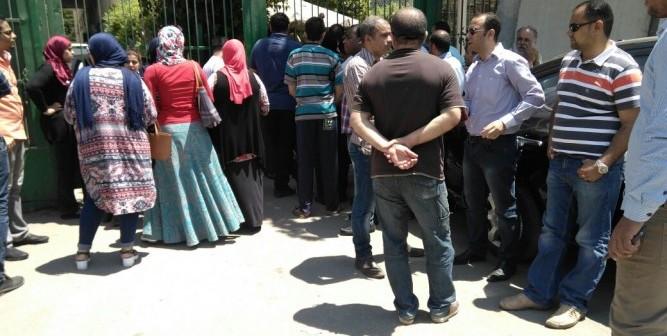 بالصور.. وقفة احتجاجية للمتقدمين لوظائف المحاكم وديوان «العدل»