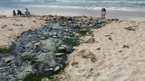 صور منسوبة لتفريغ الصرف الصحي في مياه البحر بالإسكندرية