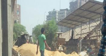 مواطن يشكو إغلاق الطريق المؤدي للدائري بقرية المعتمدية ومسئولي الحي غائبون (صورة)