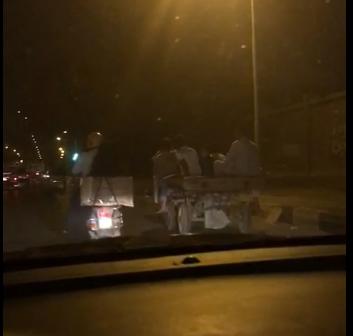 بالفيديو.. مواطن يرصد سباقا لسيارات الكارو بالجيزة
