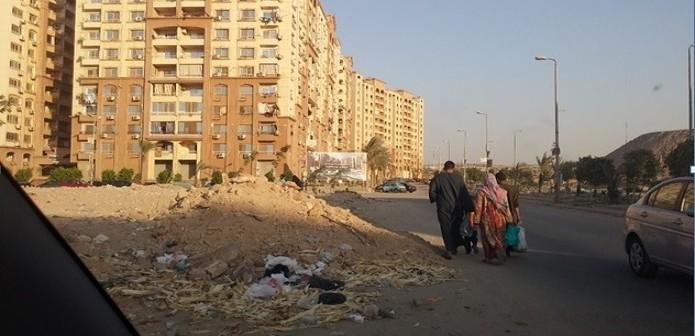 «الواحة مش واحة».. القمامة و«الردش» تملأ تجمعًا سكنيًا بمدينة نصر (صور)