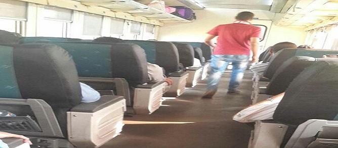 ركاب قطار 986 المتجه للصعيد يشكون من الحر: «التكييف بايظ» (صور)
