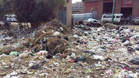 أهالي أوسيم يطالبون محافظ الجيزة بحل مشكلة القمامة (صور)