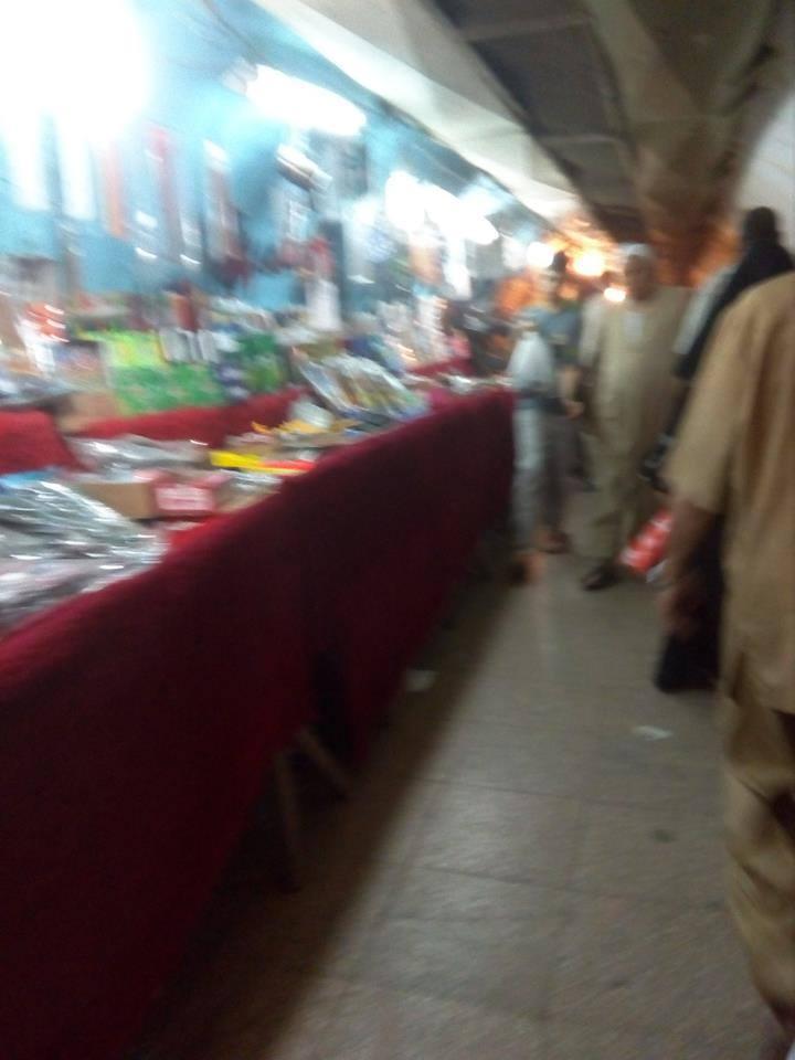 أنفاق شبرا الخيمة سوق تجاري عشوائي يعرقل حركة المارة (صور)