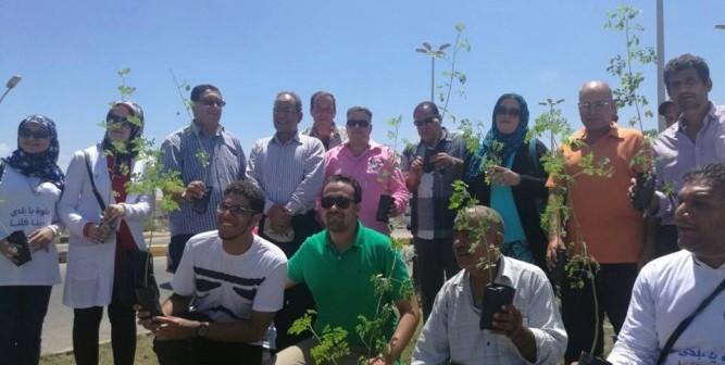 صور.. مبادرة «شجرها» تزرع ألف شجرة مورينجا وزينة في رأس البر 💪