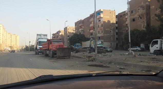«الواحة مبقش واحة».. تجمع سكني في مدينة نصر يتحول لمقلب قمامة ومخلفات البناء (صور)