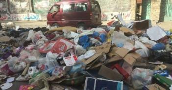 صور | تجمعات للقمامة بشوارع في المعادي.. ومواطن: «ازاي السياحة ترجع»