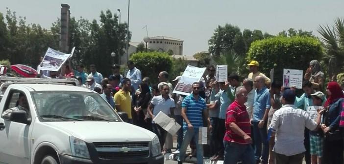 بالصور.. وقفة سكان القاهرة الجديدة لإقالة رئيس المدينة بسبب تردي الخدمات