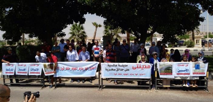 بالصور.. وقفة احتجاجية لسكان في «مدينتي» بسبب عدم توصيل الخدمات