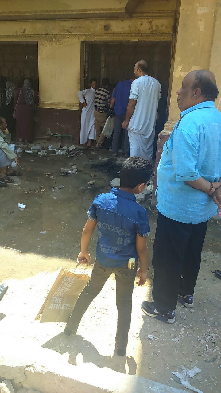 إهداء لرئيس الجمهورية ووزير الصحة.. صيدلية العلاج المجاني بمستشفى العجوز مدمرة تماماً (صور)