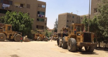 وقفة احتجاجية لسكان التجمع الثالث ضد جهاز المدينة بسبب «جراش اللودرات» (صور)
