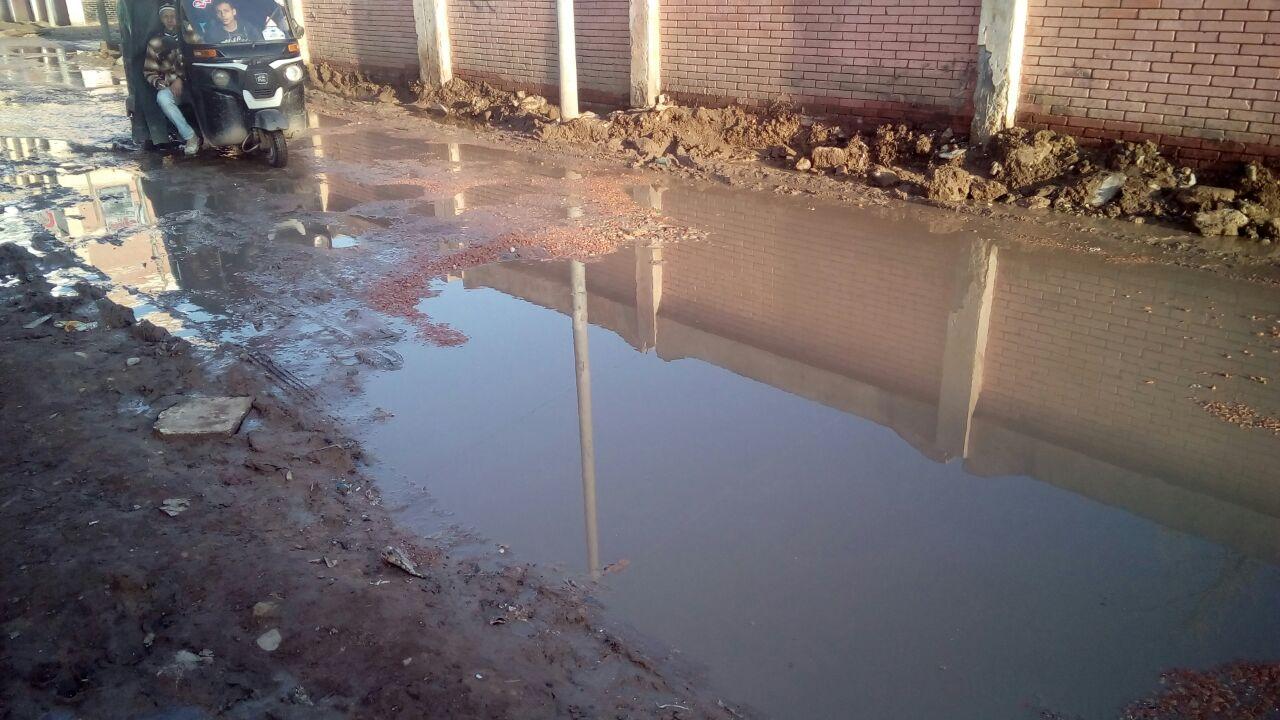 أهالي «كفر الدوار» بالبحيرة يطالبون باستكمال مشروع الصرف الصحي بعد غرق شوارع المدينة بالمياه