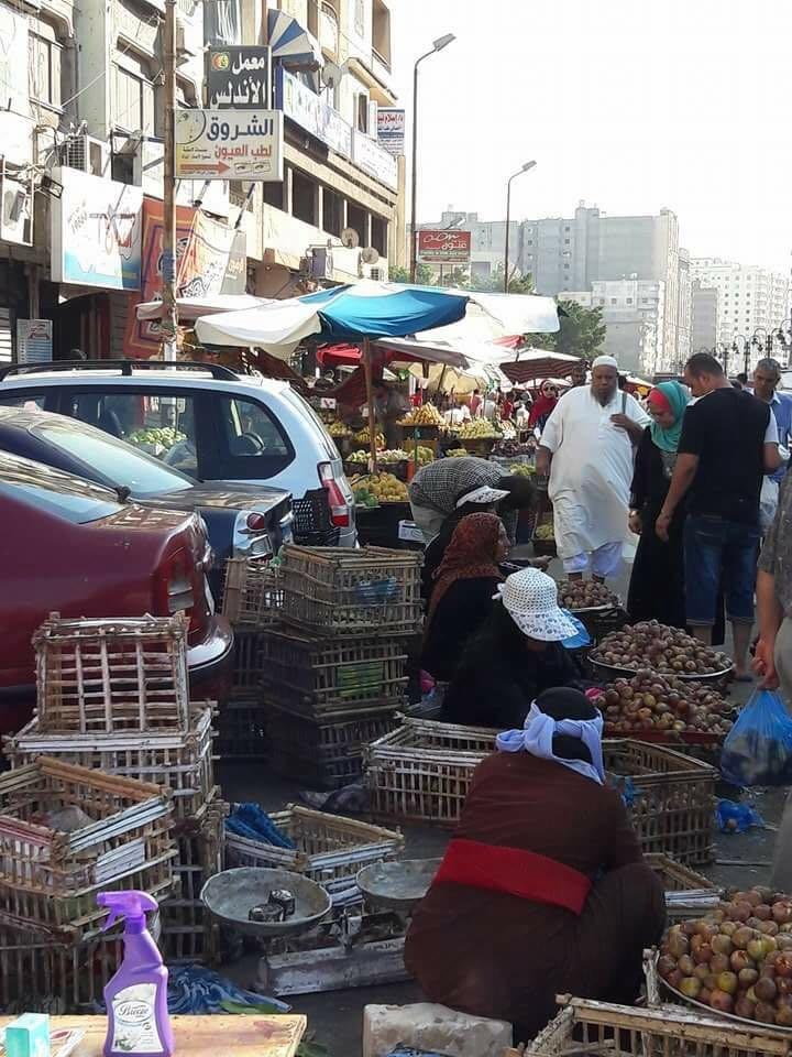 أهالي «الهانوفيل» بالإسكندرية يشتكون من انتشار الباعة الجائلين واشغالهم للطرق فى المنطقة