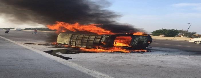 مصرع أم وأبنائها الثلاثة ونجاة الأب في حادث عَ الصحراوي (فيديو)