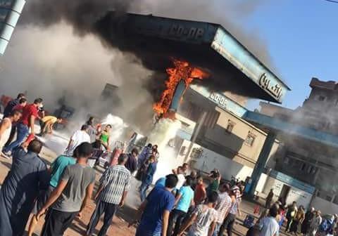 العناية الإلهية تنقذ أهالي «سلكا» بالدقهلية بعد نشوب حريق بمحطة وقود (صور)