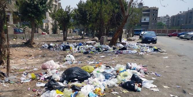 الإهمال يحول «مساكن الشروق» بمدينة نصر لمقلب قمامة (صور)