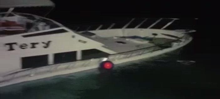 بالفيديو.. لحظة غرق يخت سياحي بالغردقة بعد إنقاذ القوات البحرية لركابه