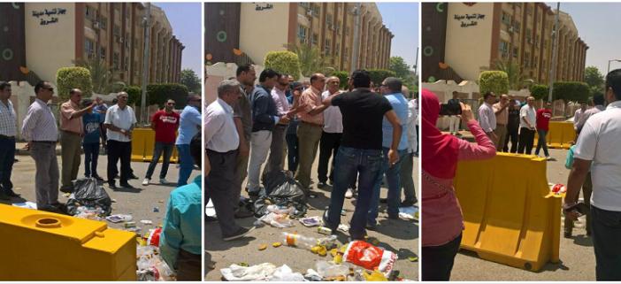 فيديو وصور.. سكان «الشروق» يجمعون القمامة ويلقونها أمام جهاز المدينة: طلعت ريحتكم