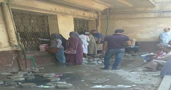 إهداء لوزير الصحة.. طفح المجاري بصيدلية مستشفى العجوزة.. وتدمير أرضيتها (صور)