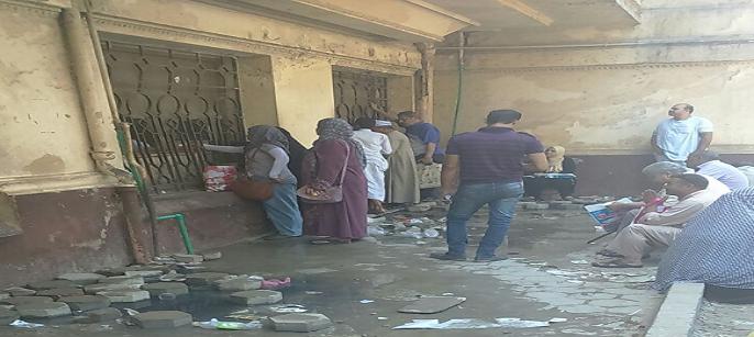 لوزير الصحة| طفح المجاري بصيدلية مستشفى العجوزة.. وتدمير أرضيتها (صور)
