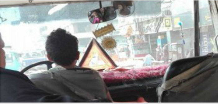 صور.. فوضى بشوارع شبرا نتيجة قيادة أطفال لسيارات الأجرة والتوك توك