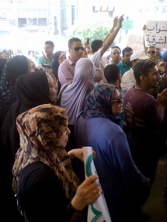 بالصور.. وقفة احتجاجية للمعلمين المتعاقدين أمام ديوان الشرقية للمطالبة بالتثبيت17.40 PM