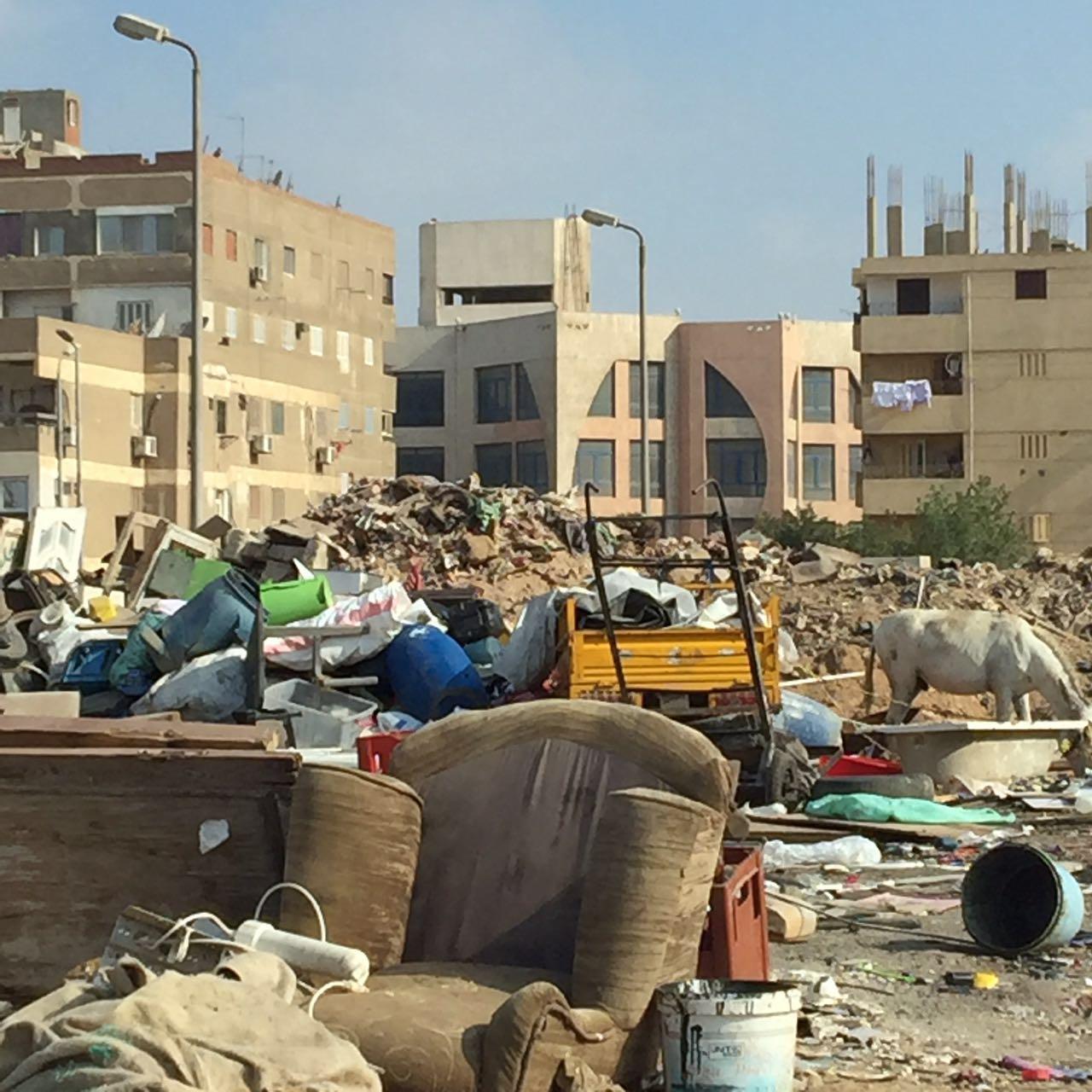 أهالي الحي التاسع بمدينة نصر يشكون تجميع الروبابيكيا ومخلفات البناء قرب الكتلة السكنية