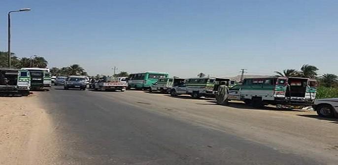 أسوان | إضراب سائقي الأجرة بإدفو بسبب «خطة جديدة لتنظيم المرور» (صور)