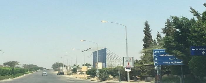 «الكهرباء» ترفع أسعارها.. وتترك أعمدة الإنارة مُضاءة نهارًا (صورة)