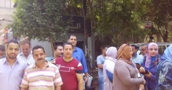 محتجون أمام بنك الإسكان والتعمير لرفض وديعة صيانة شقق محدودي الدخل (صور)