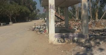 أهالي «أتريس» بالجيزة: سيارات الوحدة المحلية تلقى القمامة على ضفاف النيل