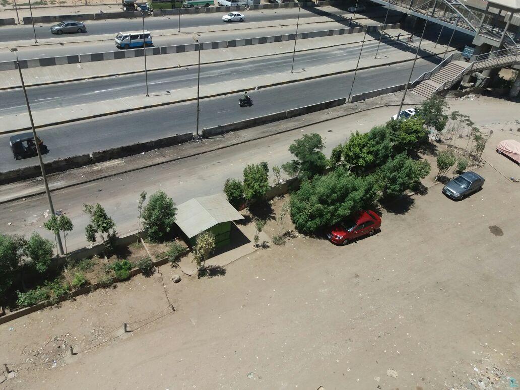 بعد النشر على «شارك».. رفع القمامة من امام محور عرابي بعد شكوى سكان مدينة الامل (صورة)