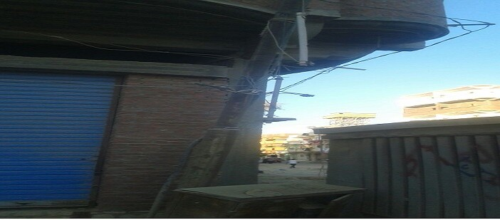 أكشاك الكهرباء والأسلاك العارية تهدد أهالي «العروة» بالعامرية (صور وفيديو)