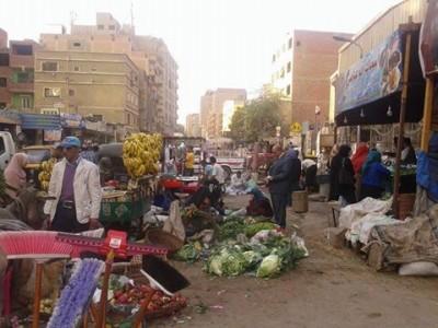 استياء بين سكان «كفر الجبل» محافظة الجيزة بسبب تعديات أصحاب المحلات التجارية على الشوارع