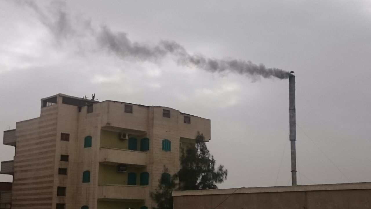 بالصور.. مواطنون يشكون من محرقة النفايات الطبية لمستشفى القنايات بالشرقية