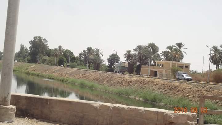 أهالي «عزبة صالح» بالأقصر يعرضون التبرع بقطعة أرض مقابل بناء فرع بنك ناصر الإجتماعي عليها (صور)