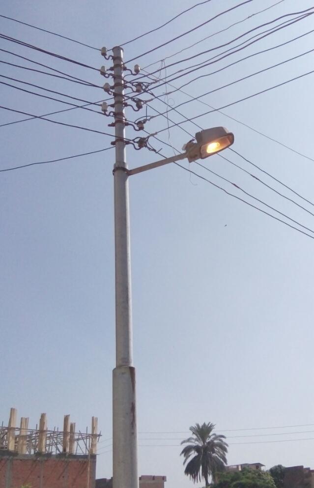 بالصور .. إعمدة الإنارة مضاءة فى عز النهار بمدينة الدلنجات محافظة البحيرة